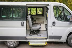 Vue latéral un véhicule TPMR 8 places