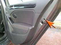indication de verrouillage de la sécurité enfant sur une porte arrière d'une voiture